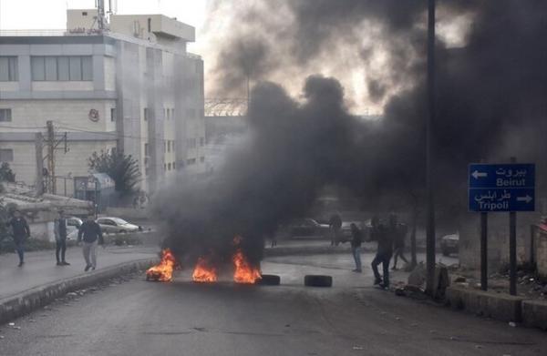 تشدید اعتراضات در لبنان، معترضان به خانه وزیر اقتصاد و بانک مرکزی یورش بردند